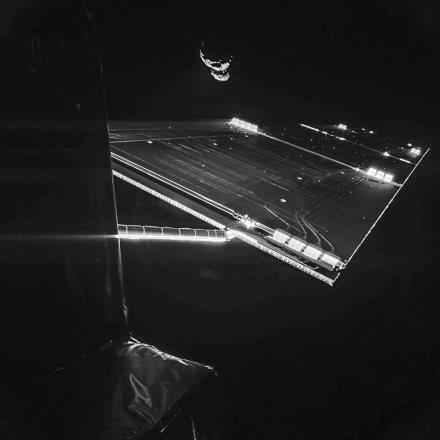 Rosetta_mission_at_comet