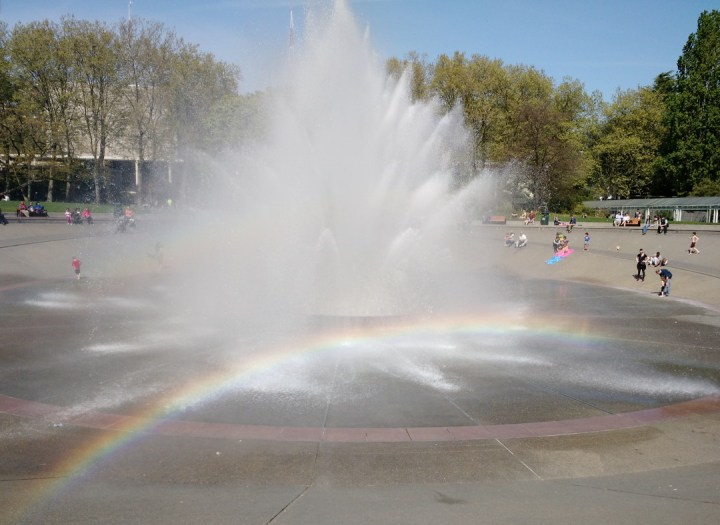 fountain_rainbow2